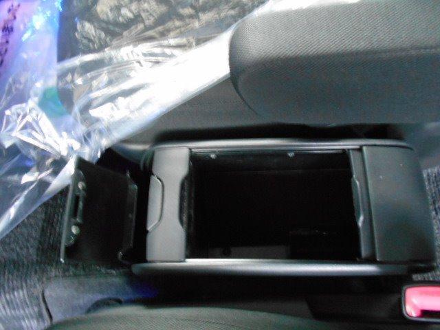 プラタナ Vセレクション SDナビ バックカメラ ビルトインETC フルセグTV オートエアコン ナノイー Bluetooth 片側パワースライドドア ドアミラーウインカー 電動格納ミラー HID フォグランプ 7人乗り(29枚目)