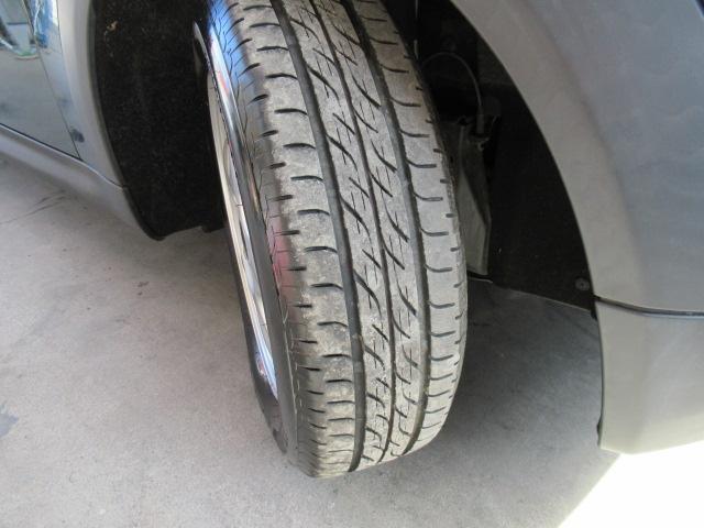 タイヤの状態はまだまだ交換不要でございますランフラットタイヤです。