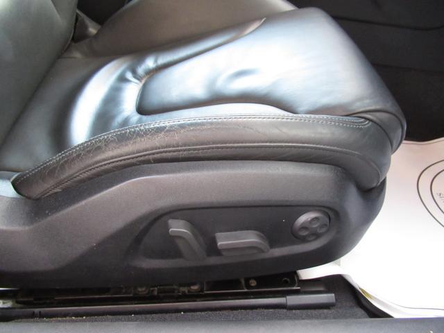 使用感はございますが破れやシミなどなく、きれいな状態のフロントシートです。助手席にはやや付着物が有ります、あまり目立ちません、確認してください。