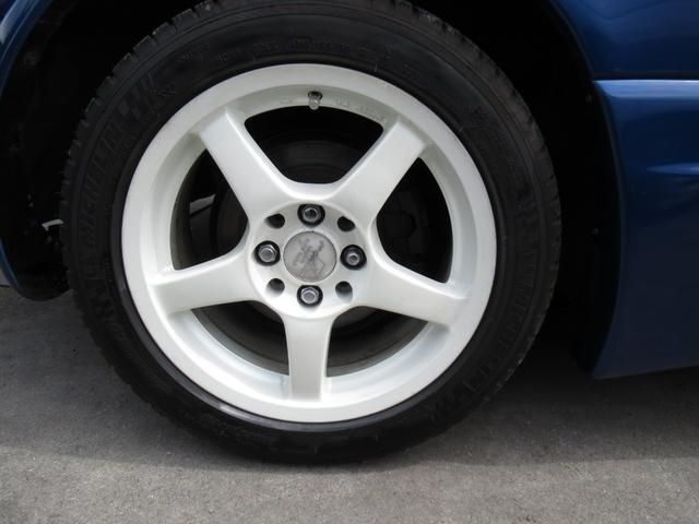 タイヤはミシュラン製パイロットスポーツ3 195/50R158分山以上ゴム質も柔らかく最近入れたタイヤと思います。