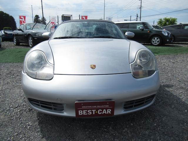 走行距離が少なく状態良好です外装も仕上げ済です、車検証の年式は2004年2月登録で、おそらく登録遅れの車両かと思われます。