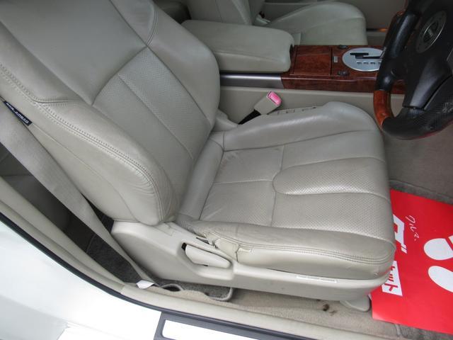 運転席は経年の痛みが有ります、でも大事にされていた車両かと思います。