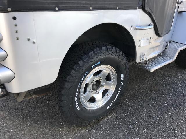 キャンバストップ 4WD ディーゼル マニュアル車 革シート(16枚目)
