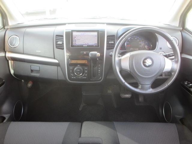 自社民間車検整備工場にて、点検整備&保証(6ヶ月もしくは、5000kmまで)保証,車検2年付、プッシュスタート、スマートキー、純正オートエアコン装着車、当店お勧めの一台です。