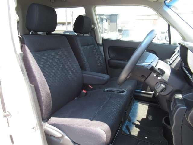 W メモリーナビ・スマートキー 盗難防止システム HIDヘッドライト アルミホイール ベンチシート CD ABS エアバッグ エアコン パワーステアリング パワーウィンドウ(9枚目)