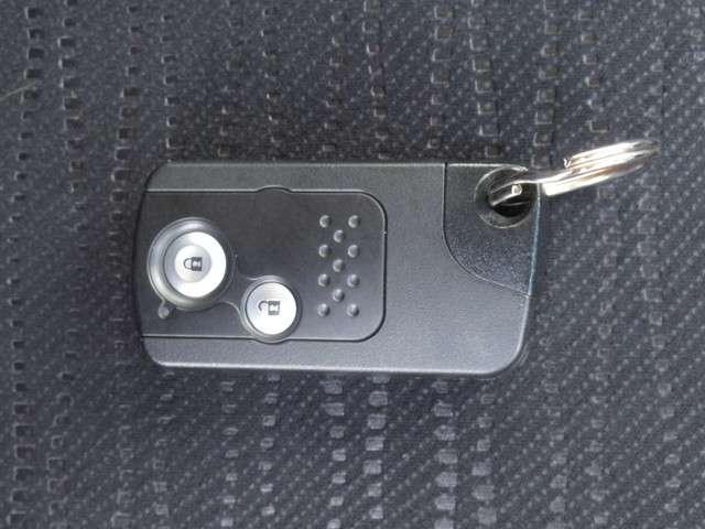 W メモリーナビ・スマートキー 盗難防止システム HIDヘッドライト アルミホイール ベンチシート CD ABS エアバッグ エアコン パワーステアリング パワーウィンドウ(10枚目)