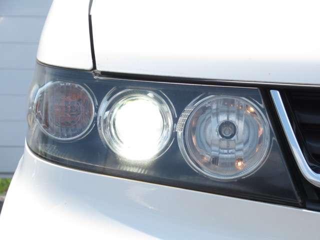 W メモリーナビ・スマートキー 盗難防止システム HIDヘッドライト アルミホイール ベンチシート CD ABS エアバッグ エアコン パワーステアリング パワーウィンドウ(16枚目)