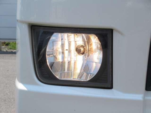 W メモリーナビ・スマートキー 盗難防止システム HIDヘッドライト アルミホイール ベンチシート CD ABS エアバッグ エアコン パワーステアリング パワーウィンドウ(17枚目)