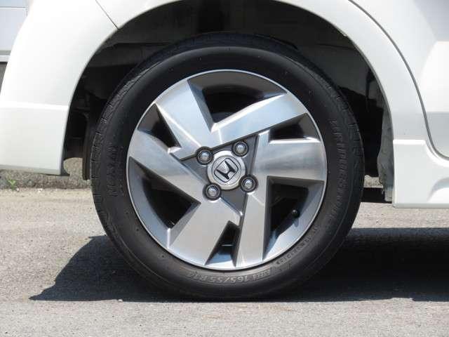 W メモリーナビ・スマートキー 盗難防止システム HIDヘッドライト アルミホイール ベンチシート CD ABS エアバッグ エアコン パワーステアリング パワーウィンドウ(18枚目)