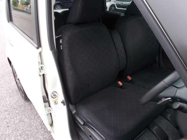 運転席シートの状態も良く、擦れもありません。