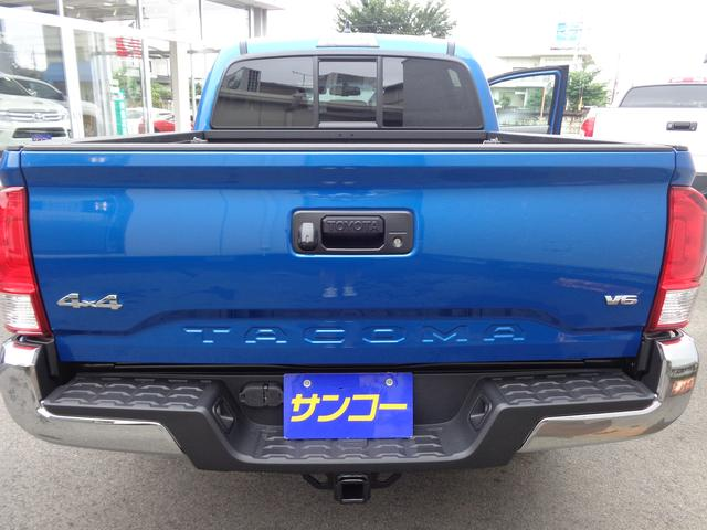 米国トヨタ タコマ ダブルキャブ SR5