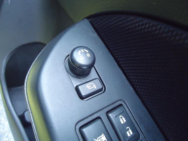 ベースグレード 6速マニュアル フルセグHDDナビ クルーズコントロール HIDライト セキュリティ キープッシュスタート(18枚目)