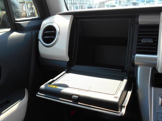 Gターボ ワンオーナー 4WD ターボ 8インチナビ フルセグTV バックカメラ HIDライト インテリキー デュアルカメラブレーキサポート ETC オートエアコン シートヒーター(15枚目)