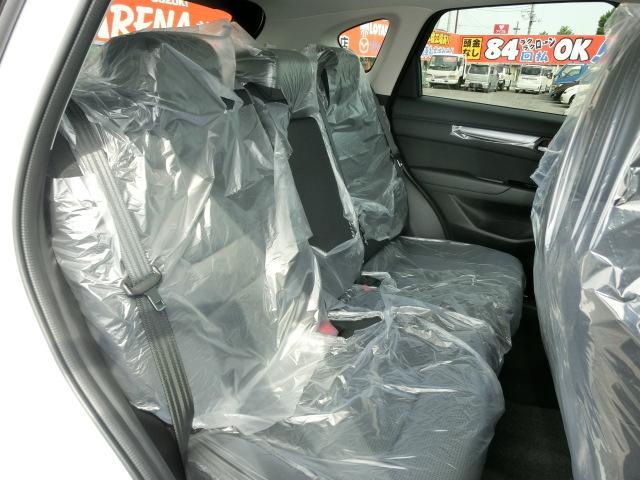 ★後席も大人の男性が乗っても十分快適なスペースを確保。最近の車はどこの座席に座っても快適に設計されていますね!