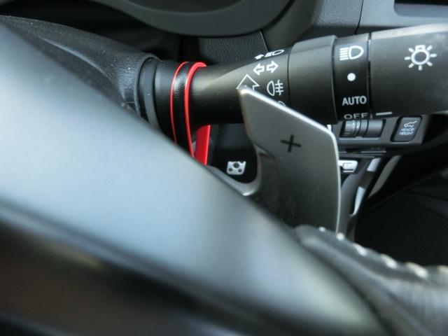 ★手元のパドルでMT車のようにシフトをコントロール。エンジンブレーキや高回転で加速したいときに重宝します!!