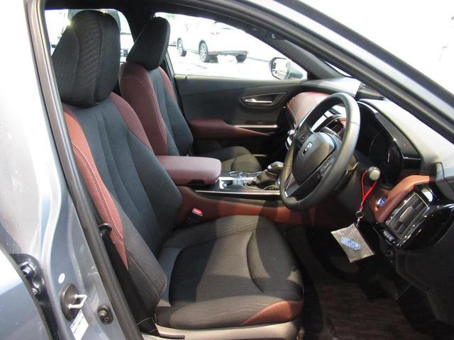 RS トヨタセーフティセンス 純正ナビ アダプティブクルーズ パワーシート シートヒーター ステアリングヒーター LEDライト LEDフォグ ヘッドランプウォッシャー 18インチアルミホイール スマートキー(14枚目)