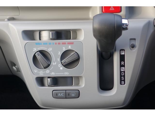 大き目のスイッチで操作しやすく、室内の空気を快適に調整できるマニュアルエアコン。
