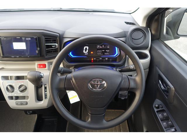 運転席に座った感じでの写真です。オーディオ周り、ハンドルの形状、メーターの位置やエアコンの操作パネル等をご確認下さい♪