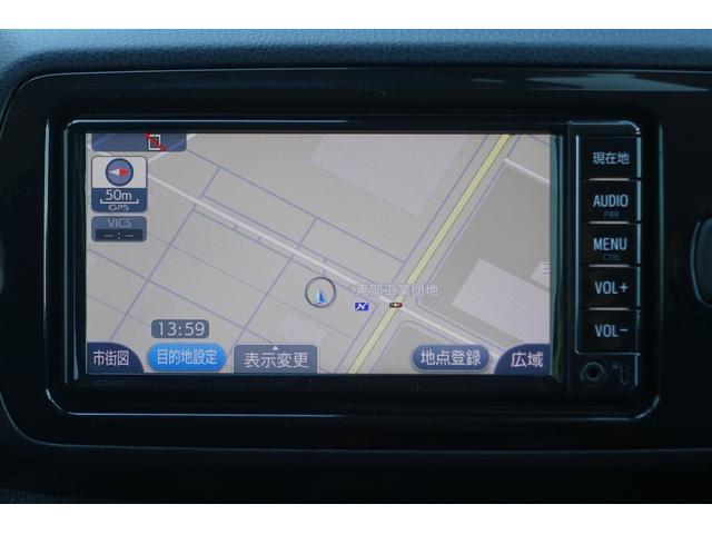純正SDメモリーナビを搭載。詳細地図も入っているので、初めて行く場所でも道に迷うことなく安心です。また、Bluetooth接続も出来ます