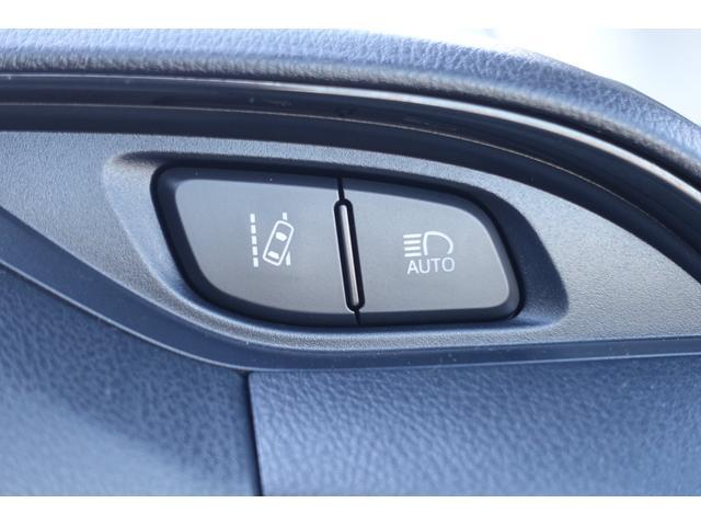 シンプルながら機能性あふれる運転席回り。また、視認性&操作性に優れたスイッチ類は運転の妨げになりにくくなっています。