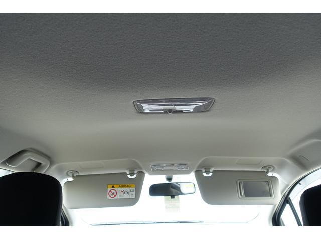 運転席側サイドバイザーにエチケットミラーが付いてます
