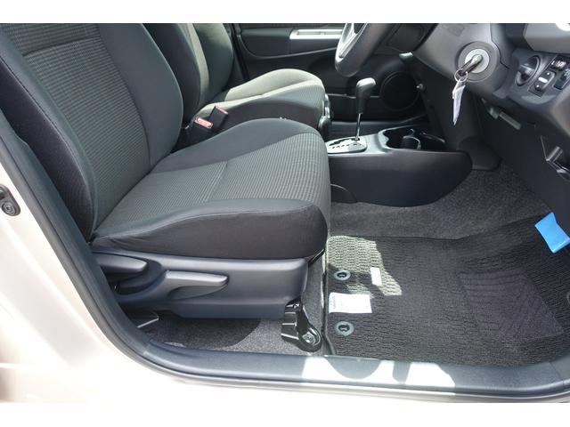 運転席シートはサイドのレバー操作で高さの調整ができます♪