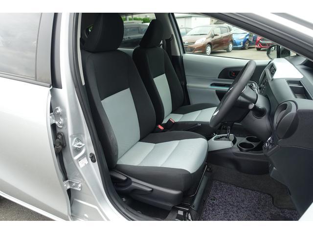 自然な姿勢のままでいられるシートが、運転し易さと、疲れにくさを感じさせてくれます。