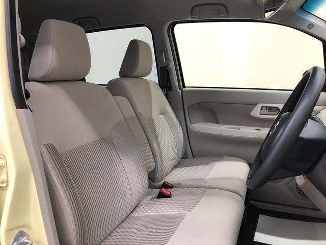 ぜひ一度座って乗り心地を体感してみて下さい。運転席まわりには他にも収納スペースがたくさんあります。運転席と助手席の移動もスムーズ。