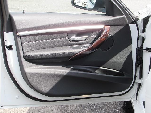 BMW BMW 320iラグジュアリー AWD 認定中古車 Bカメ