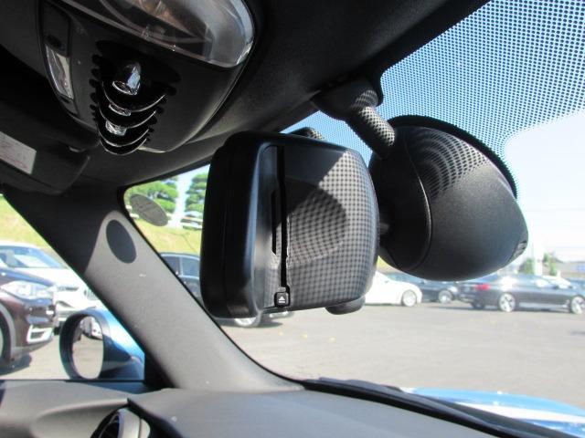 ジョンクーパーワークス コンバーチブル 認定中古車 ワンオーナー 禁煙車 弊社下取車 純正HDDナビ ヘッドアップディスプレイ LEDヘッドライト ブラックハーフレザー バックカメラ 障害物センサー ETC コンフォートアクセス(27枚目)
