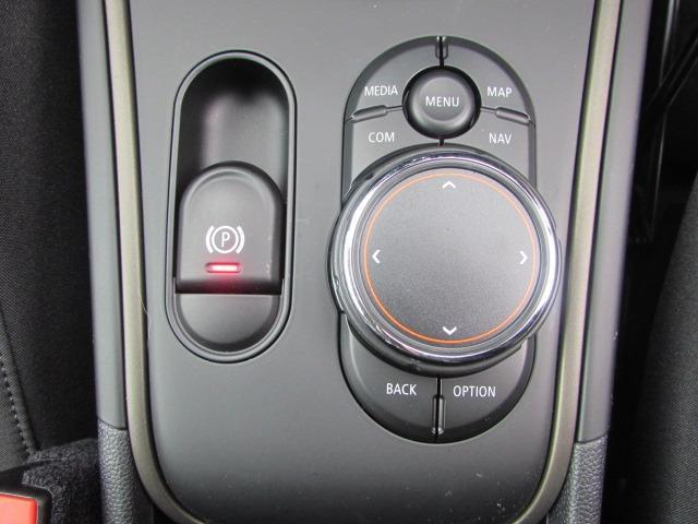クーパーSD クロスオーバー オール4 認定中古車 弊社下取車 ワンオーナー 禁煙車 純正HDDナビゲーション LEDヘッドライト インテリジェントセーフティー バックカメラ 電動リアテールゲート アイドリングストップ 障害物センサー(35枚目)