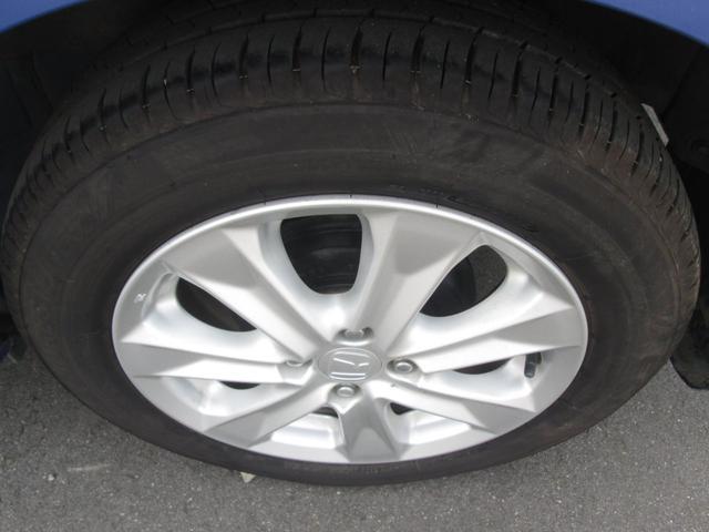 純正のアルミです。タイヤの山もあります。