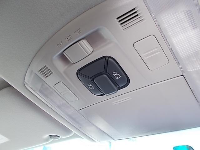 運転席からでも後ろのドアを開けられるので、小さなお子さんを乗せても安心です!お問い合わせはお気軽に0120-03-1190.sankyo8585@net.email.ne.jp☆