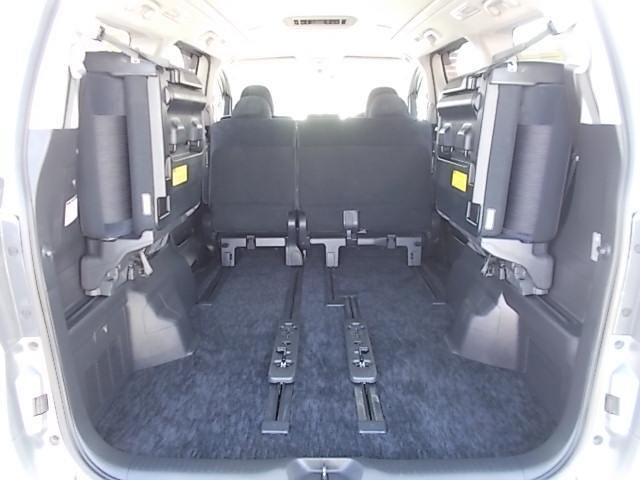 後部座席をたためば広々空間♪たっぷり荷物も詰めますし、キャンプや旅行にレッツゴー♪お問い合わせはお気軽に0120-03-1190.sankyo8585@net.email.ne.jp☆