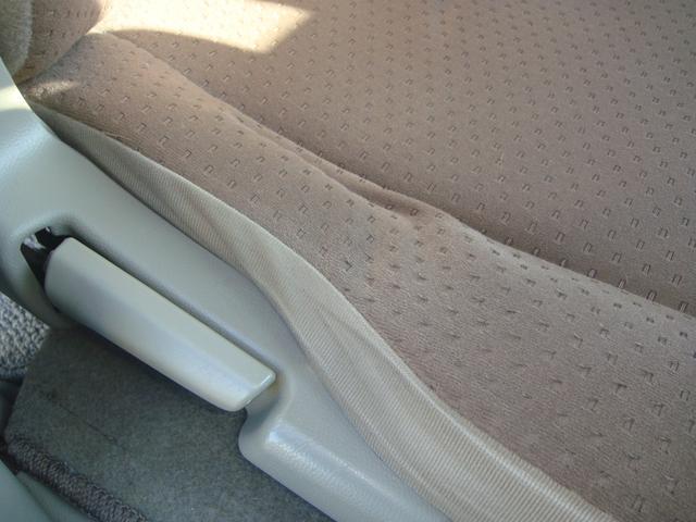 運転席シートに少しへたりがあります。