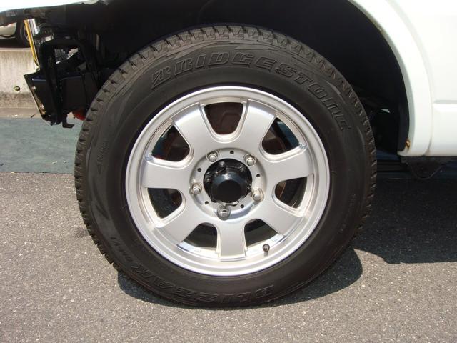 社外アルミホイール付き!タイヤがスタッドレスタイヤです。(まだまだ使用可能です。普通タイヤの装備なし)◆中古のタイヤ・ホイールなどのご紹介もさせていただきます!