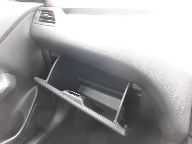 グローブボックス 車検証・BOXティッシュ等保管できます