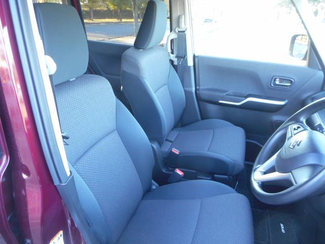 フロントシートは行き来のしやすいベンチシートを採用