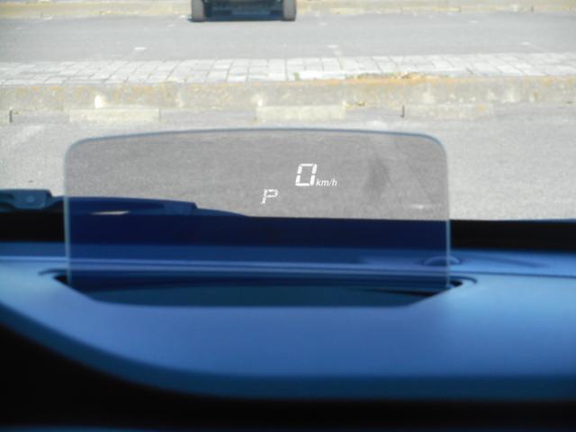 ヘッドアップディスプレイは視線をあまり動かさずに速度確認ができます