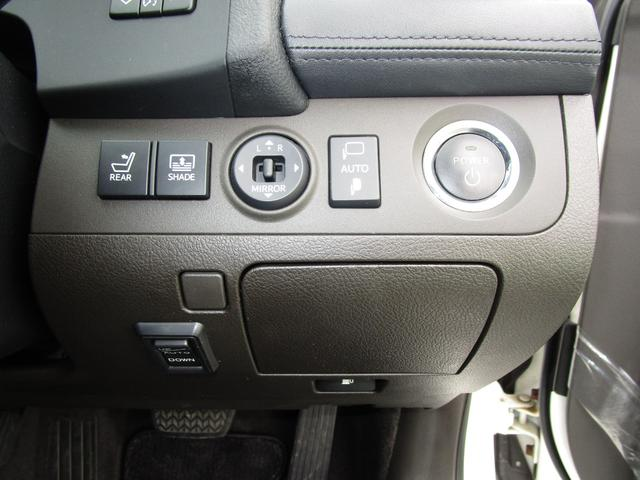 ベースグレード HDDナビ・フルセグTV バックカメラ ETC 本革シート サンルーフ プリクラッシュセーフティ 禁煙車(19枚目)