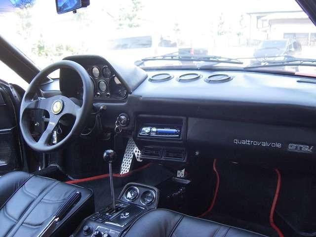 フェラーリ フェラーリ 308 GTSクワトロバルヴォーレ