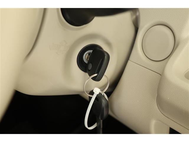 キーレスです。ドアの施錠開錠はカギを直接ささずに行えます!ドアのカギ穴付近の細かいキズの防止にもなります。