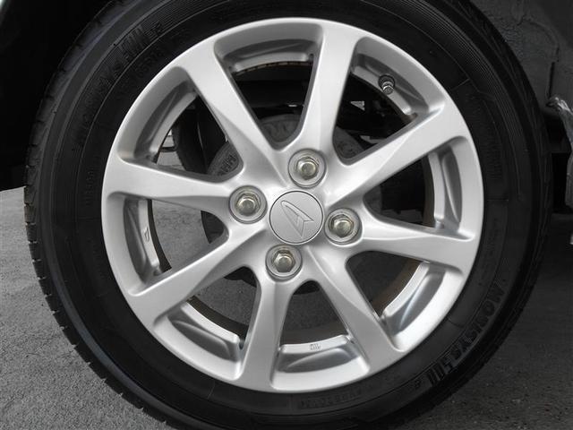 純正アルミホイール付き。「純正」なので車のデザインともしっかりマッチしています。オシャレは足元から。アルミなので錆にも強く軽量な為燃費向上にも役立ちます。