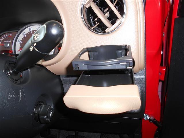 ドライブの必需品と言えばドリンク!備え付けのドリンクホルダーはエアコンの吹き出し口などに後付けするよりも安定性が有ります。