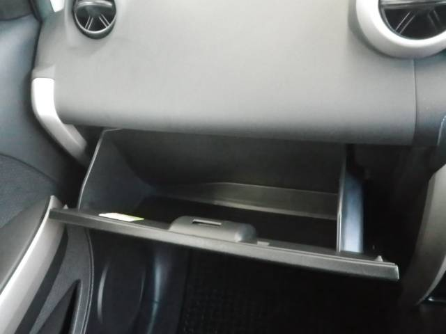 トヨタ イスト 1.3F Lエディション CDMDチューナー 社外アルミ