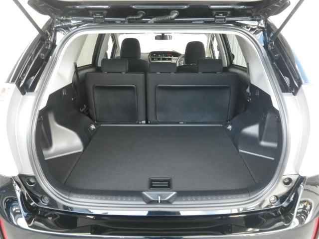トヨタ プリウスアルファ S LEDライト 元当社社用車