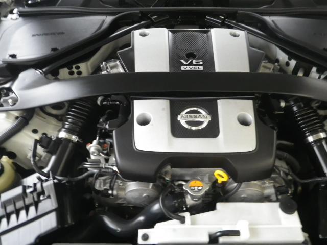 排気量は3700cc!大きなトルクと高回転まで軽快に吹け上がるパワフルなエンジンです!
