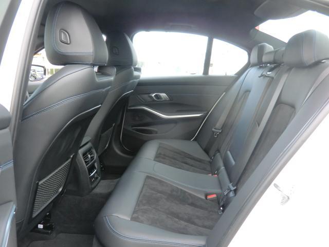 320d xDrive Mスポーツ コンフォートパッケージ パーキングアシストプラス インテリジェントセーフティ 正面衝突 側面衝突 車線変更 車線逸脱警告 パーキングアシスト 後退アシスト オートトランク(16枚目)