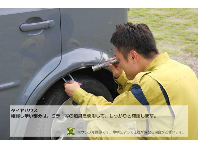 タイヤハウス 確認し辛い部分は、ミラー等の道具を使用して、しっかりと確認します。
