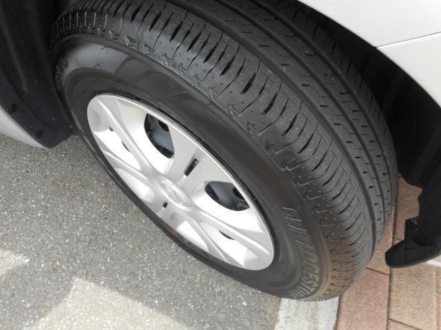 タイヤの溝もごらんの通り